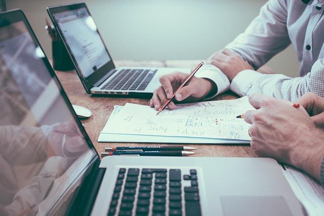 Czym jest wirtualne biuro i jakie ma zalety?
